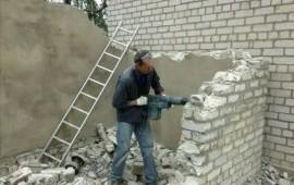 Демонтаж от слома стен, пола, до сноса дома